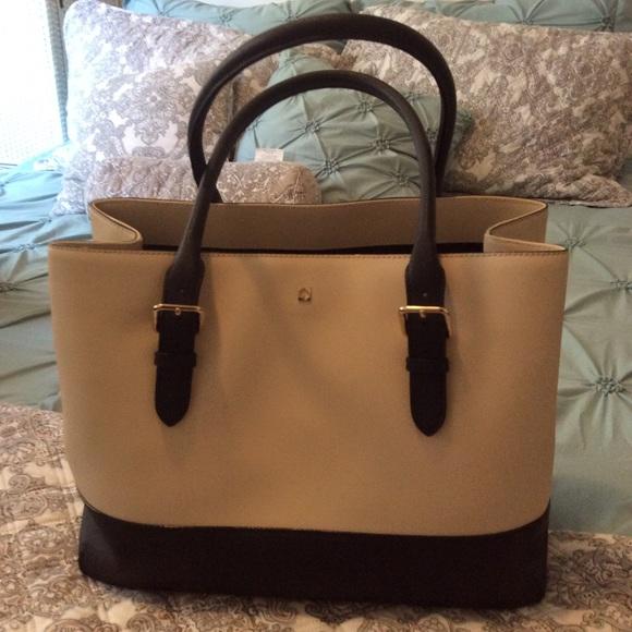 kate spade Handbags - Kate Spade tote beige & black